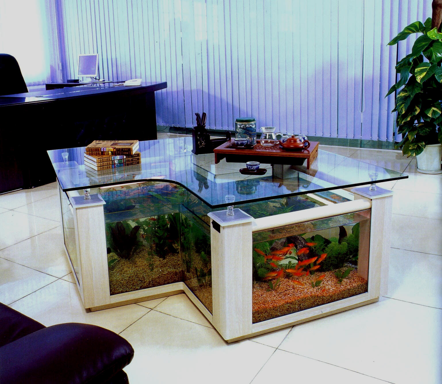 Fish tank living room table - Full Circle